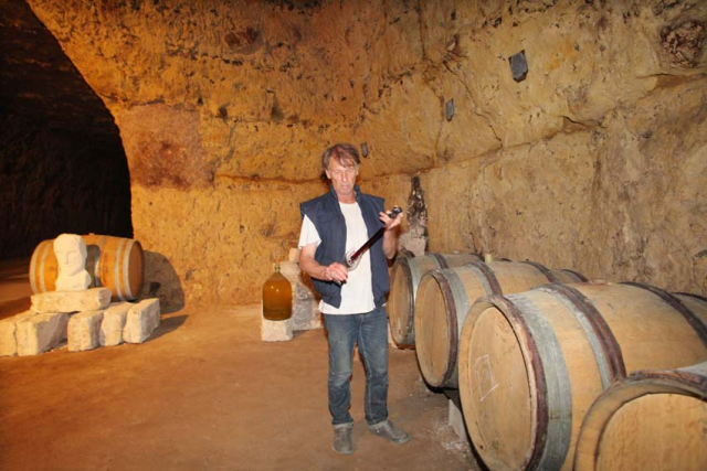 1nicolas_renard_tasting_from_the_barrel