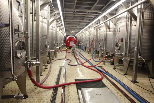 1armenia_wine_factory__press_ground_floor_vats
