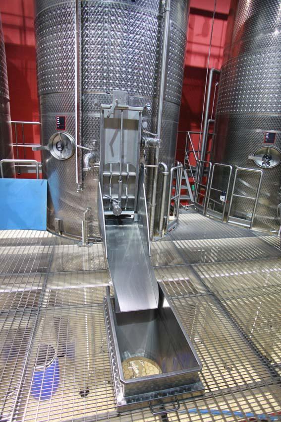 1armenia_wine_factory_grapes_toboggan_to_press