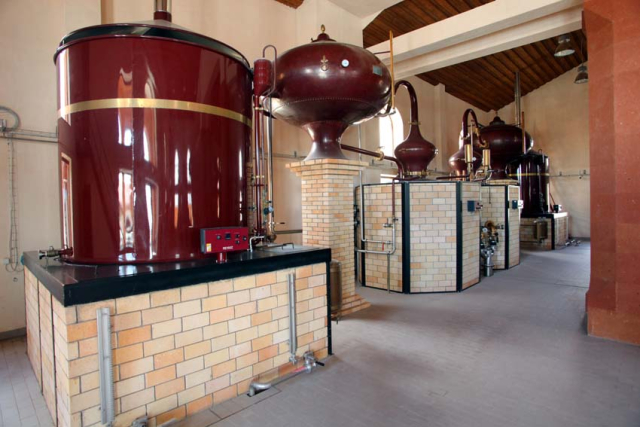 1armenia_wine_factory_brandy_distillation