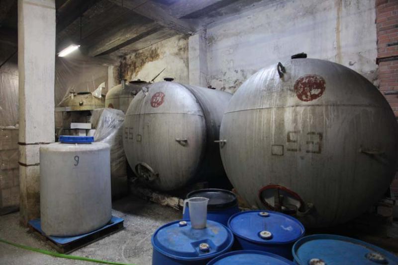 1voskevaz_winery_soviet-era_tanks