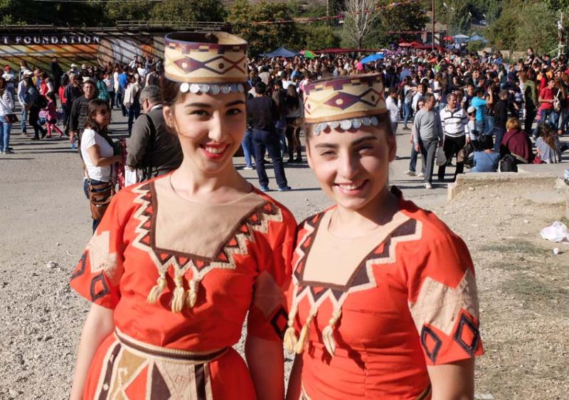 1areni_fest__young_armenian_girls