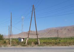 1areni_road_to_utility_posts