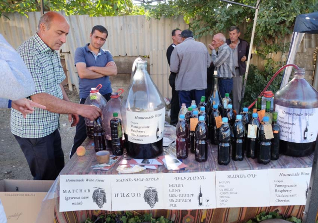 1areni_wine_fest_home-made_wine