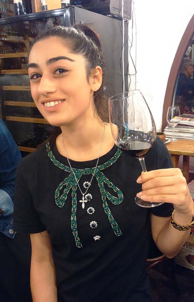 1in_vino_suzy_zorah_wine