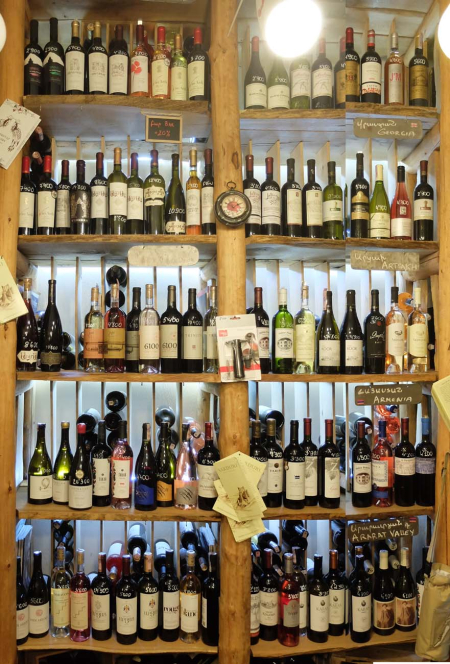 1in_vino_shelves_armenian_wines1
