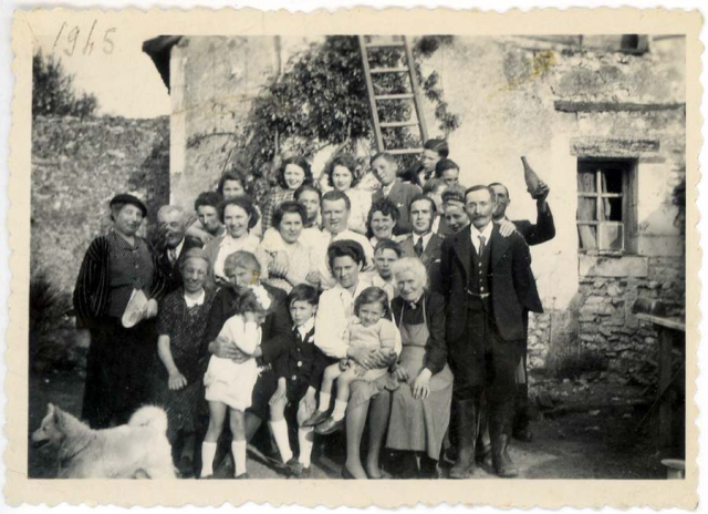 1wine_scenefamily_reunion_farm1945