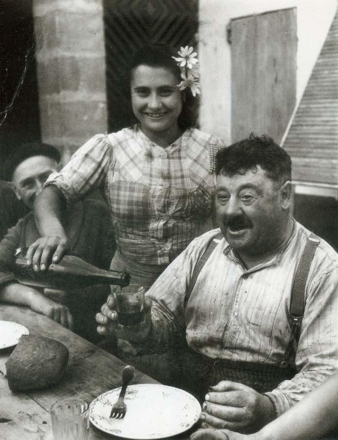 1wine_scenevigneron_gironde1945