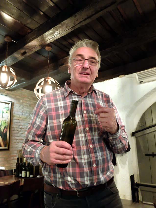 1jozsef_szentesi_pince_holding_bottle
