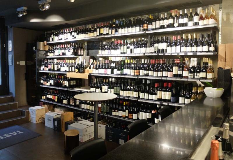 1drop_shop_bencze_wine_shop_shelves