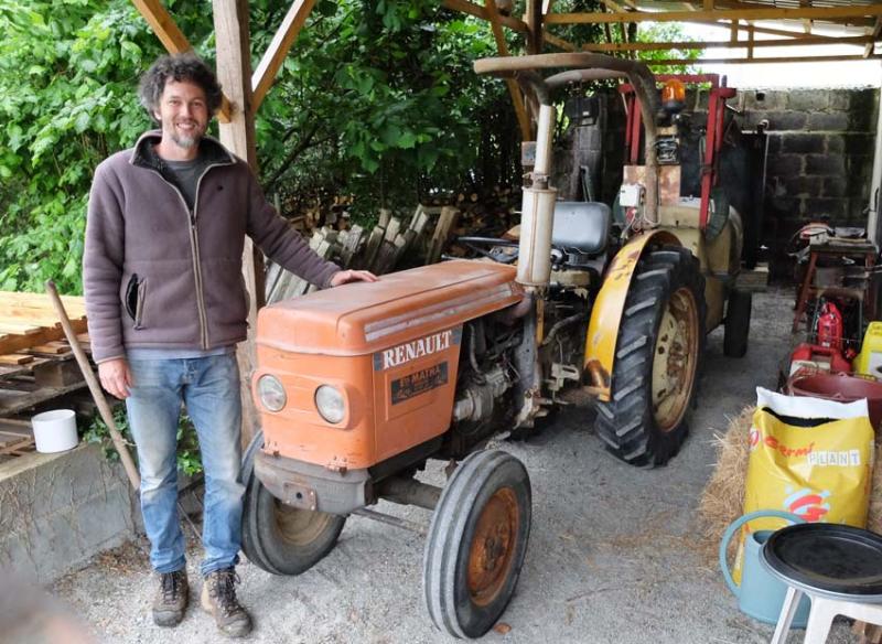 1kenji_mai_anjou_old_tractor