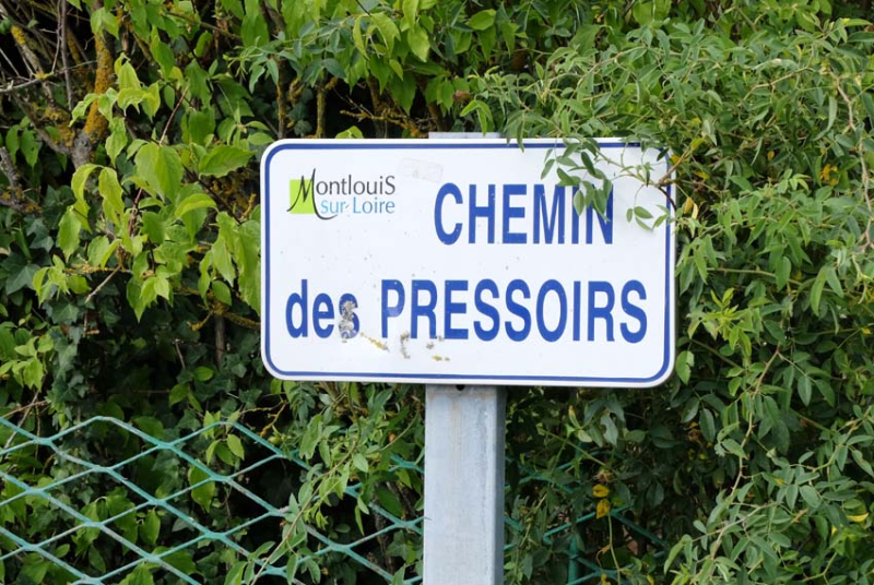 1jousset_montlouis_wine_bar_street_nearby