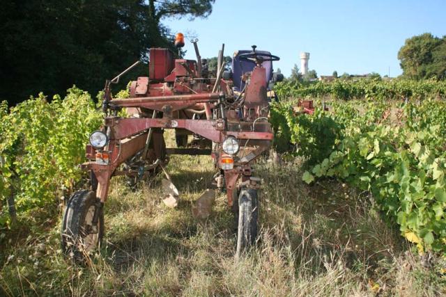 1maisons_brulees_slanzi_straddle_tractor