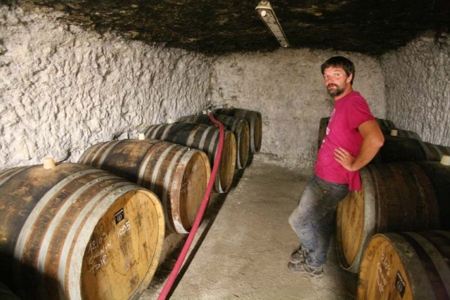 1ludovic_chanson_barrel_filling_in_progress