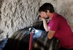 1ludovic_chanson_barrel_filling