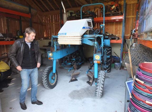 1frantz_saumon_bobard_straddle_tractor
