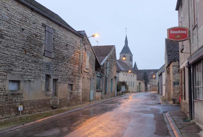 1nicey_distillery_village_main_street