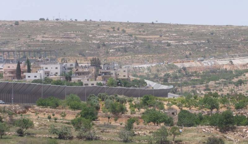 1hebron_anti_shooting_walls2