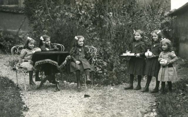 1wine_scenes_little_girls_tea_ceremony1905