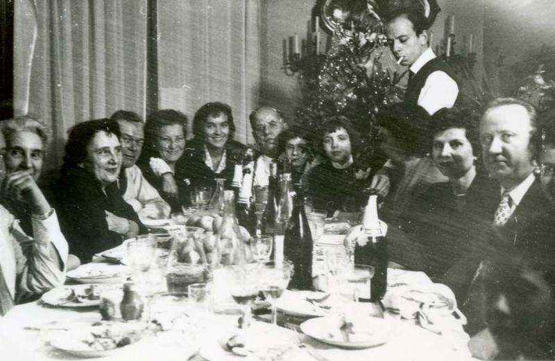 1wine_scenes_newyear_dinner1958