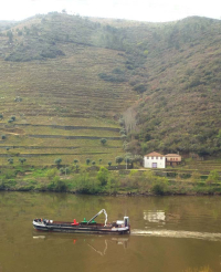 1douro_river_barge