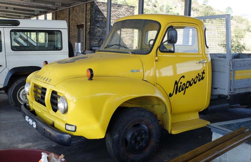1douro_niepoort_bedford_tj610_pickup_truck