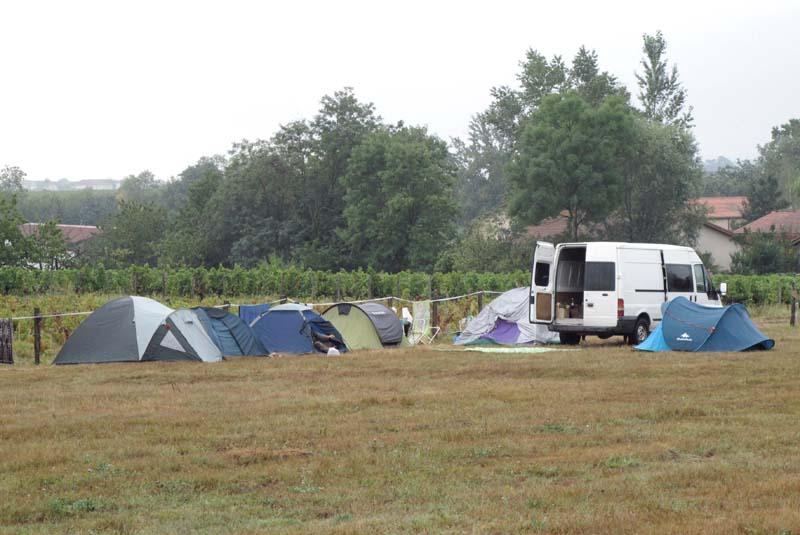 1beaujolais_pickers_camping