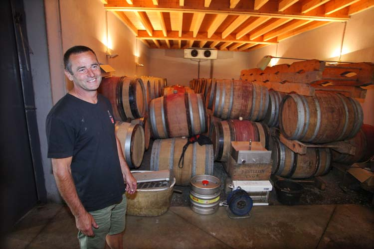 1jean-claude_lapalu_empty_casks_waiting