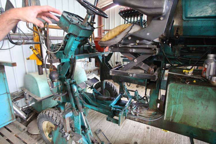1olivier_bellanger_straddle_tractor_driver_seat