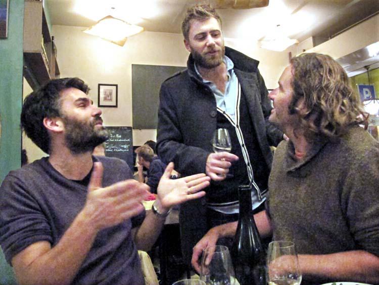 1news_autour_dun_verre_wine_people