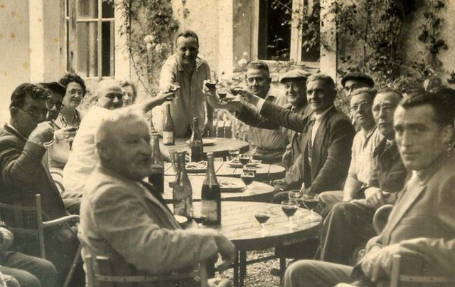 1old_wine_pics_men_toasting_courtyard_1960_closeup