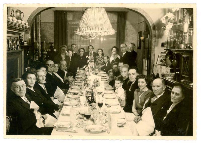 1old_wine_pics_men_family_reunion1933