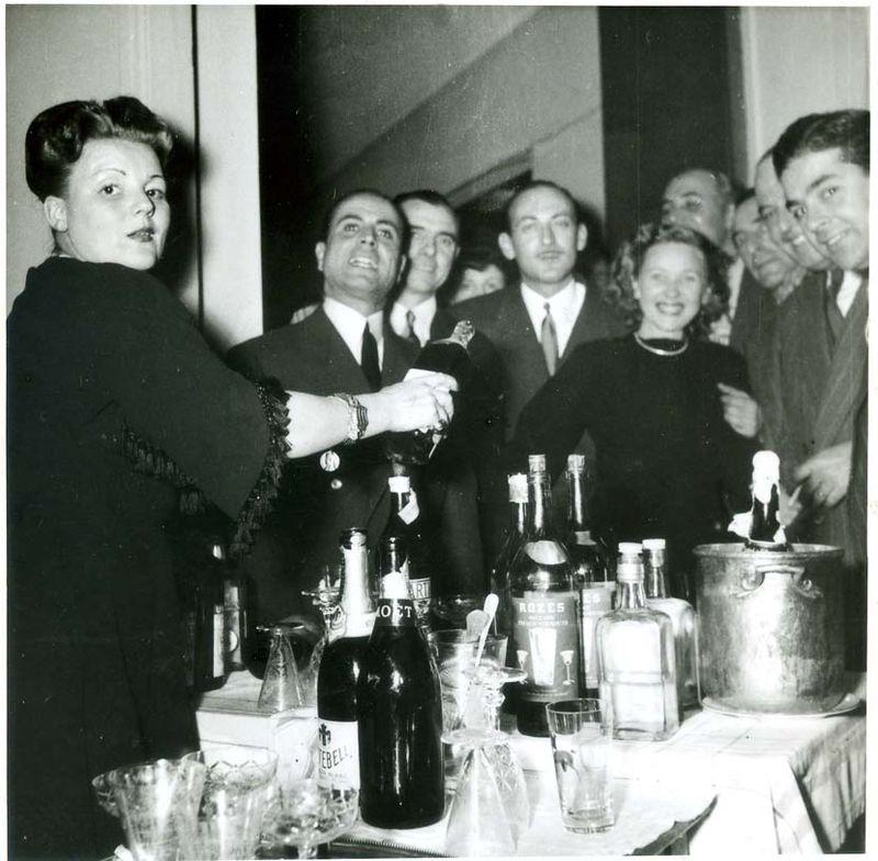 1old_wine_pics_wealthy_aperitif1946