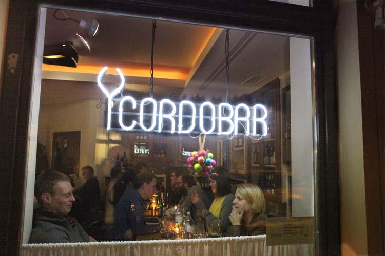 1berlin_winebar_cordobar_street_window_sign