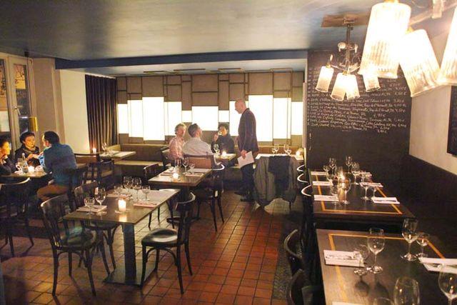 1berlin_wine_bar_maxime_taking_care_customers