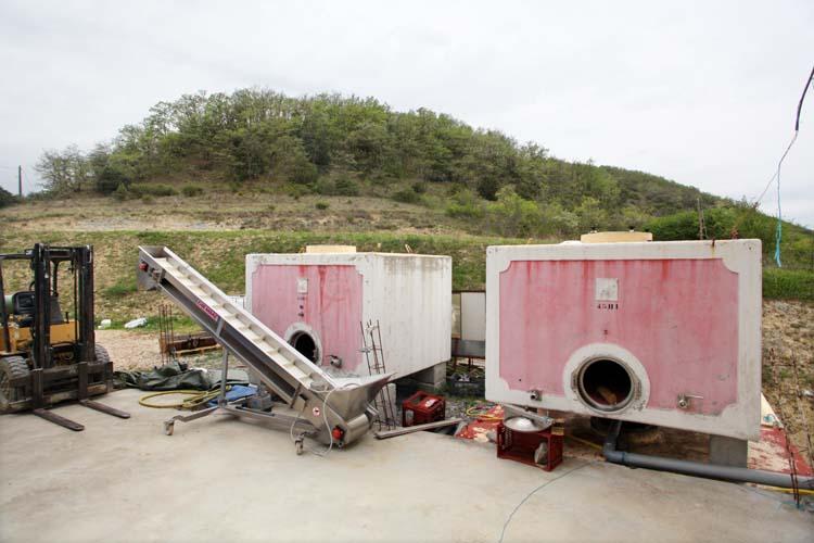 1deux_terres_carbonic_maceration_cement_tanks