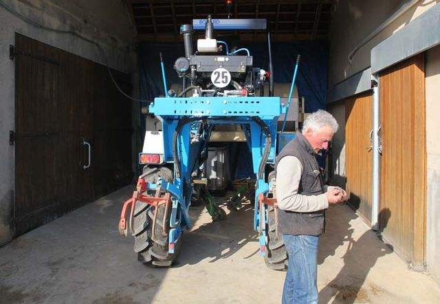 1olivier_de_moor_bobard_straddle_tractor
