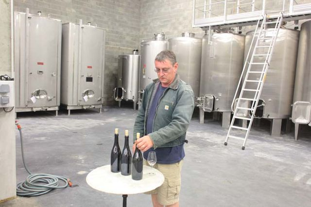 1francois_chidaine_tasting_a_few_wines_vatroom