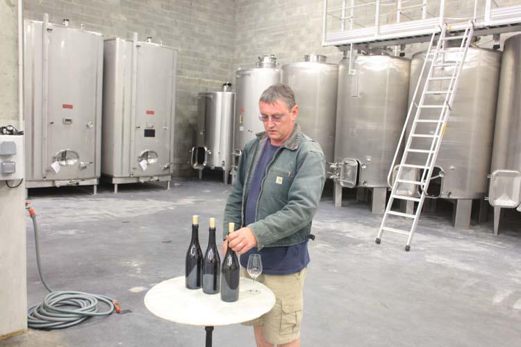 1francois_chidaine_tasting_a_few_wines_vatroom