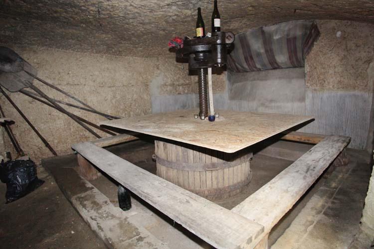 1bruno_allion_cellar3_press_table