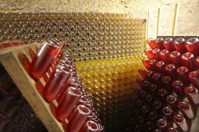 1capriades_sparkling_bottle_wall