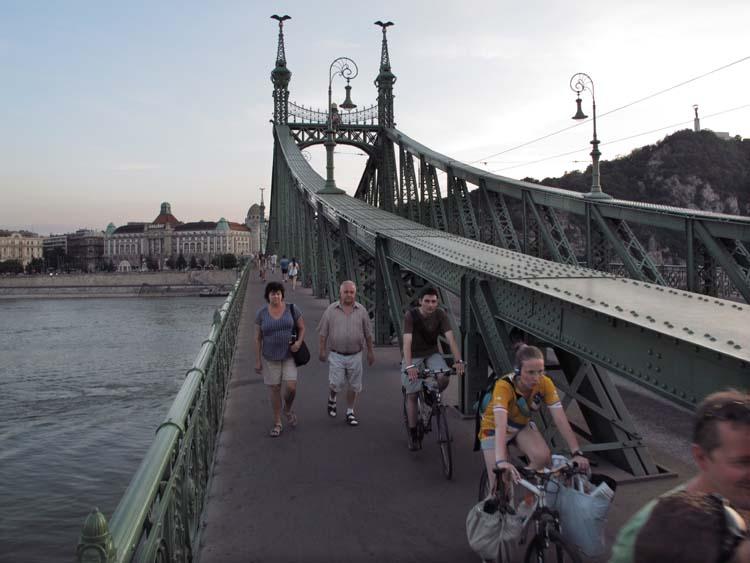 1budapest_szabadsag_hid_cyclists