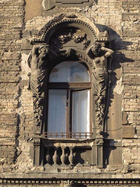 1budapest_street_window