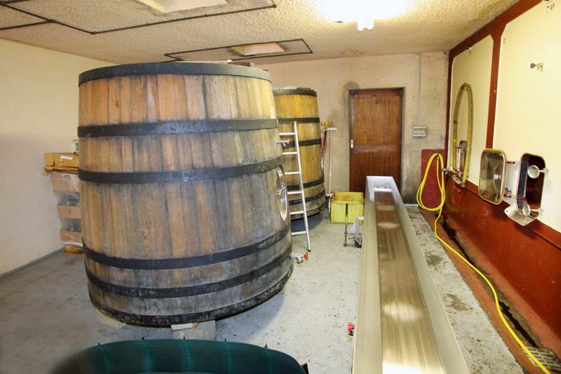 1michel_guignier_vauxrenard_wooden_fermenters
