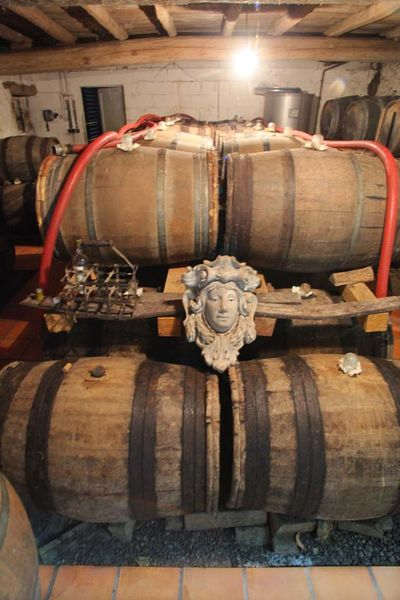 1rousset-peyraguey_sauternes_barrel_room_head