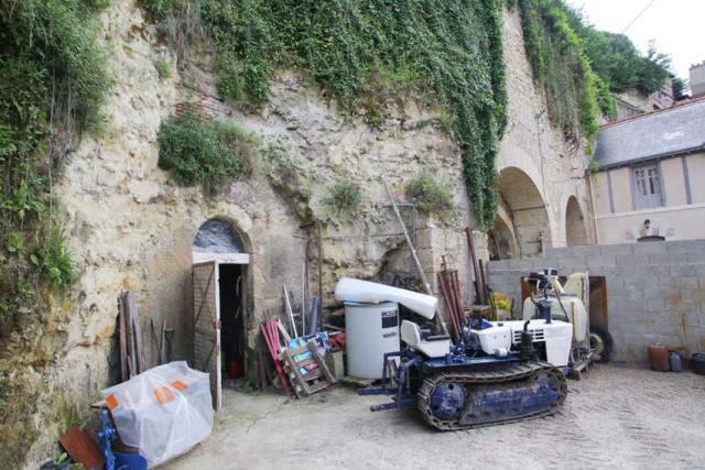 1nicolas_renard_chai_cellars_under_hill