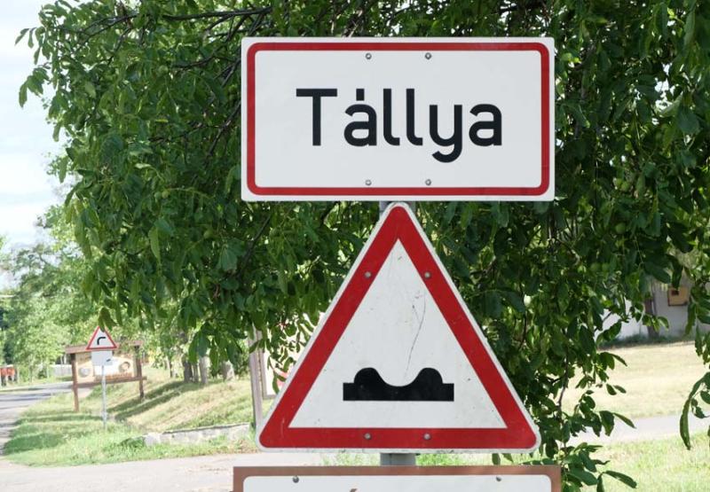 1tallya_tokaj_road_sign