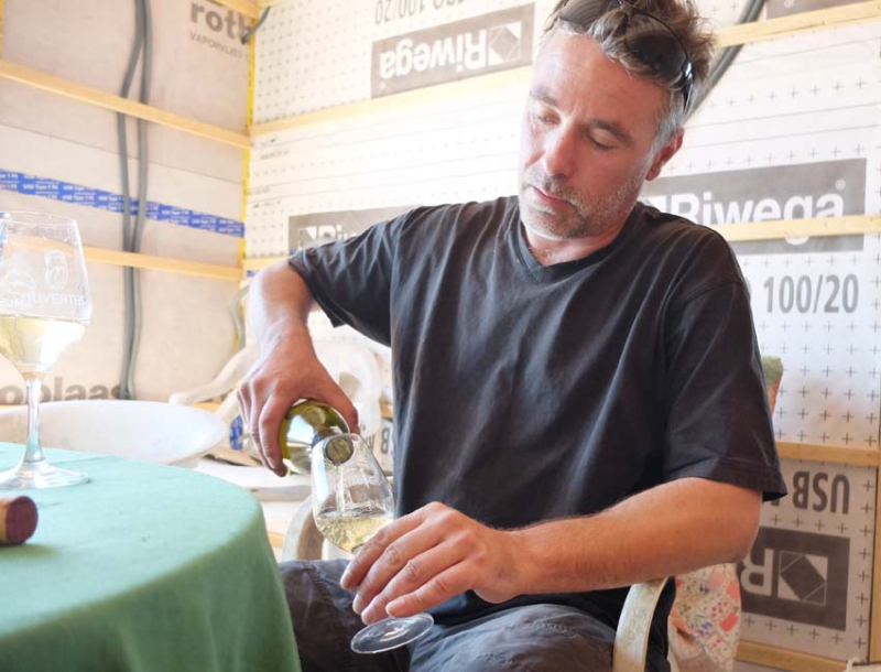 1andrea_calek_pouring_his_blanc