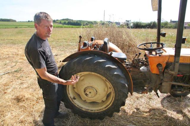 1adrien_de_mello_babass_tractor