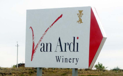1van_ardi_wineri_sign